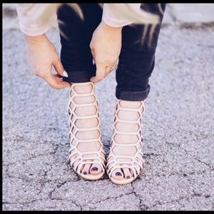 Steve Madden Slither Nude strappy Heels 8 M